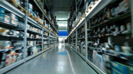 Indústria volta a recuperar estoques em abril, mostra CNI