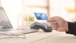 Pagamentos com cartões crescem 52% no 2º trimestre de 2021