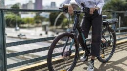 Decathlon e Caloi promovem ação para teste gratuito de bike elétrica