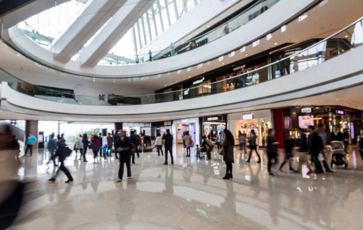 Vendas em shopping centers registradas em julho se aproximam do patamar de 2019